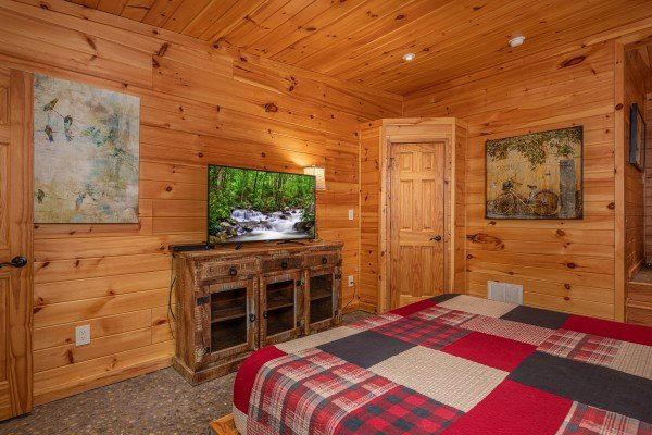 TV and dresser at La Dolce Vita, a 4 bedroom cabin rental located in Gatlinburg
