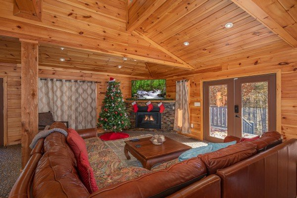 Living room with fireplace and TV at La Dolce Vita, a 4 bedroom cabin rental located in Gatlinburg