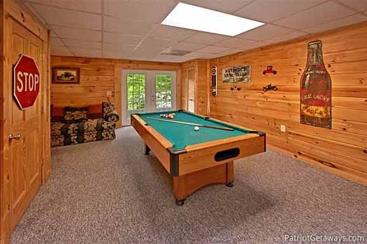 Pool table in the game room at Fox Ridge, a 3-bedroom cabin rental located in Pigeon Forge