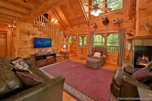 Living room at Fox Ridge, a 3-bedroom cabin rental located in Pigeon Forge
