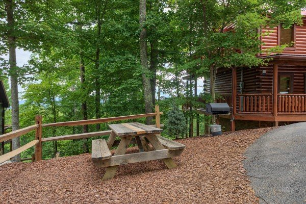 Picnic table out front at Gone to Therapy, a 2-bedroom cabin rental located in Gatlinburg