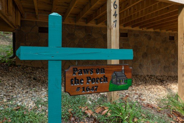 at paws on the porch a 2 bedroom cabin rental located in gatlinburg