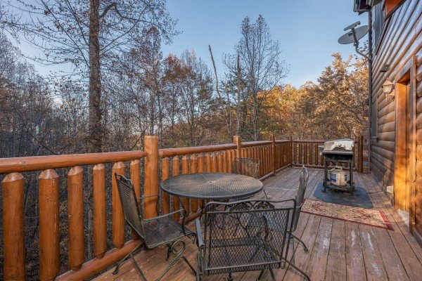 Dining table for four and a grill at Big Bear Cub House, a 1-bedroom rental located in Gatlinburg