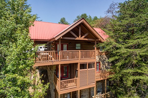 Exterior shot showing a three-level cabin at At Home in the Woods, a 3-bedroom cabin rental located in Pigeon Forge