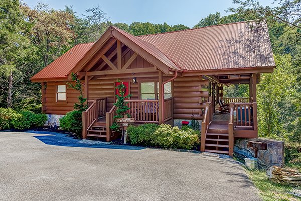 Front entrance of the cabin from the parking at At Home in the Woods, a 3-bedroom cabin rental located in Pigeon Forge