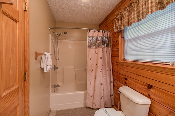 at playin' hookie a 2 bedroom cabin rental located in pigeon forge