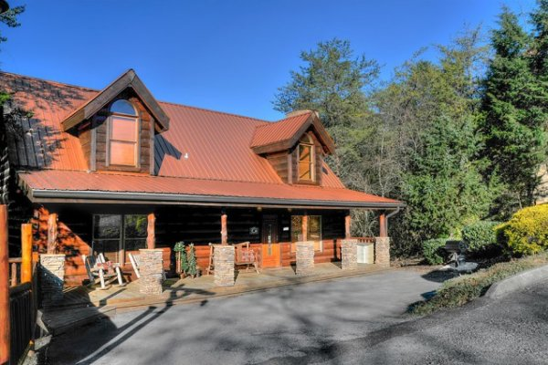 Hidden Hideaway, a 3-bedroom cabin rental located in Pigeon Forge
