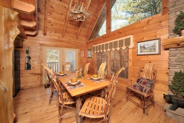 Dining space for six at Hidden Hideaway, a 3-bedroom cabin rental located in Pigeon Forge