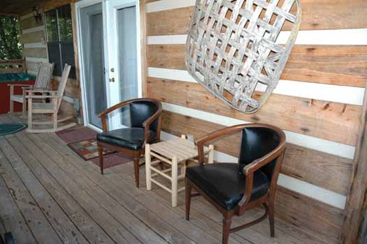 cushioned patio chairs at a point of view a 1 bedroom cabin rental located in pigeon forge