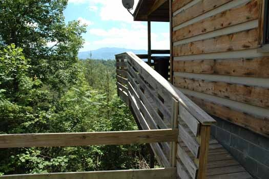 a ramp up to back deck at a point of view a 1 bedroom cabin rental located in pigeon forge