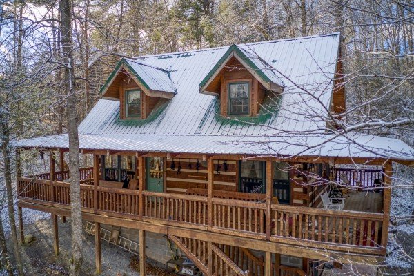 Cabin in the snow at Sassafras Lodge, a 3 bedroom cabin rental located in Gatlinburg
