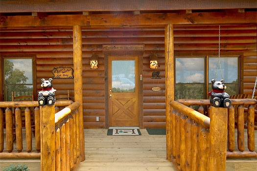 front door entrance of bear's winter hideaway a 3 bedroom cabin rental located in gatlinburg