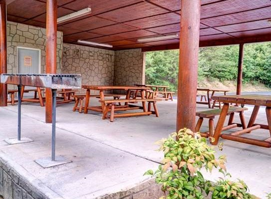 Picnic pavilion and grill access at Starr Crest Resort for guests at Howlin' in the Smokies, a 2 bedroom cabin rental located in Pigeon Forge