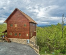 At Howlinu0027 In The Smokies A 2 Bedroom Cabin Rental Located In Pigeon Forge
