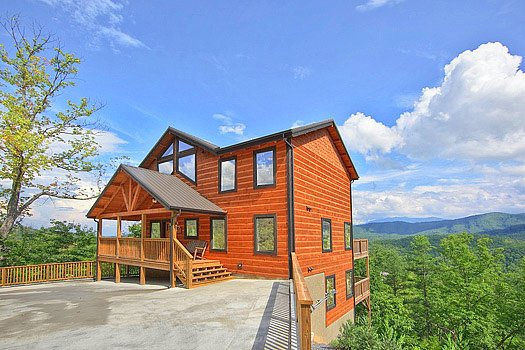Exterior front view at Southern Sunrise, a 4 bedroom cabin rental located in Pigeon Forge