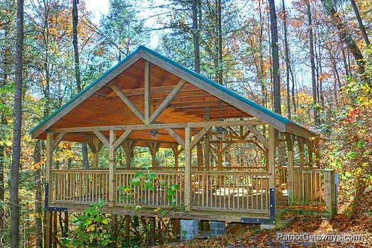 resort picnic shelter at precious view a 1 bedroom cabin rental located in gatlinburg