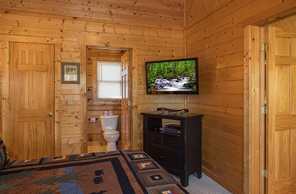 TV, console, and en suite bathroom at Southern Comfort Inn, a 4 bedroom cabin rental located in Pigeon Forge