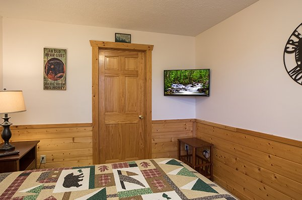 Bedroom with a TV at Southern Comfort Inn, a 4 bedroom cabin rental located in Pigeon Forge