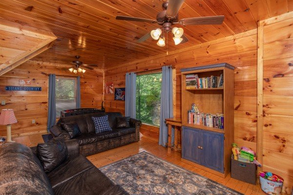 Second living room on the lower floor at Mountain Life, a 1 bedroom cabin rental located in Pigeon Forge