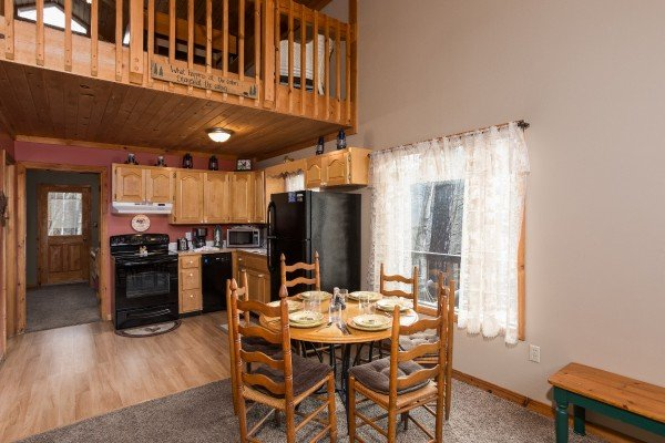 dining room table for six at a little slice of heaven a 1 bedroom cabin rental located in pigeon forge