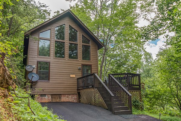 front exterior with deck at a little slice of heaven a 1 bedroom cabin rental located in pigeon forge