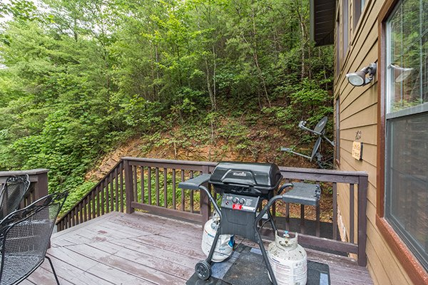 propane grill on the deck at a little slice of heaven a 1 bedroom cabin rental located in pigeon forge