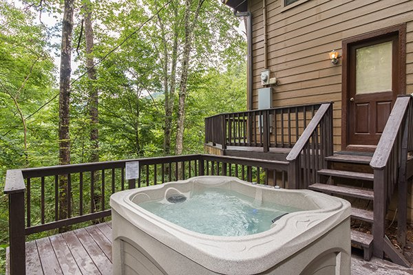 hot tub on the deck at a little slice of heaven a 1 bedroom cabin rental located in pigeon forge