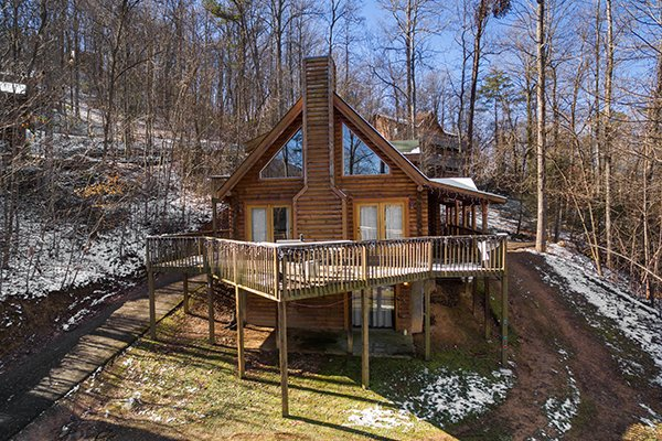 Cabin and driveway access at Sierra's Mountain Retreat, a 2 bedroom cabin rental located in Pigeon Forge