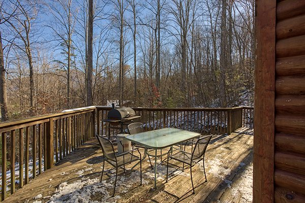 Deck dining for four at Sierra's Mountain Retreat, a 2 bedroom cabin rental located in Pigeon Forge