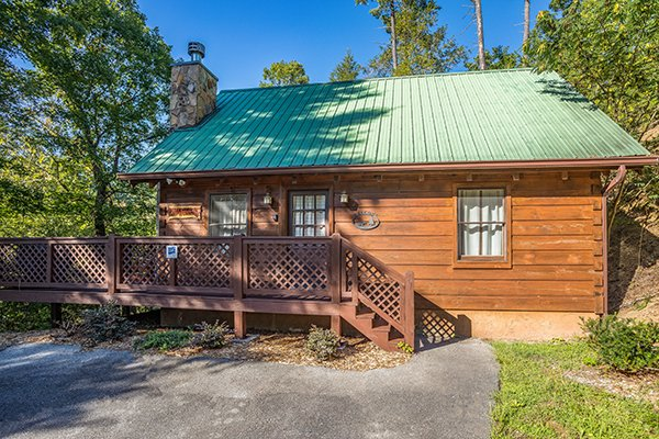 Parking area and entryway at Cabin in the Woods, a 1-bedroom cabin rental located in Pigeon Forge