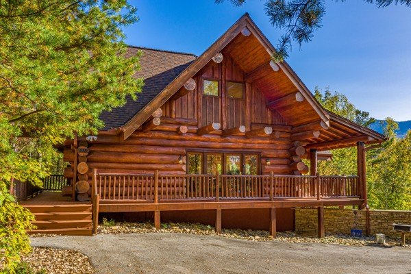 Grizzly's Den, a 5 bedroom cabin rental located in Gatlinburg