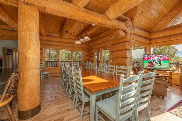 Dining space at Grizzly's Den, a 5 bedroom cabin rental located in Gatlinburg