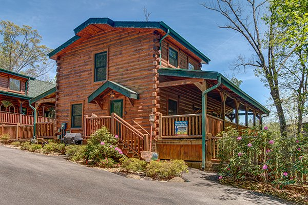 Honey Bear Lodge, a 3 bedroom cabin rental located in Gatlinburg