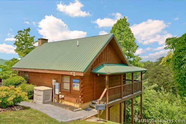 exterior of another day in bearadise a 2 bedroom cabin rental located in pigeon forge
