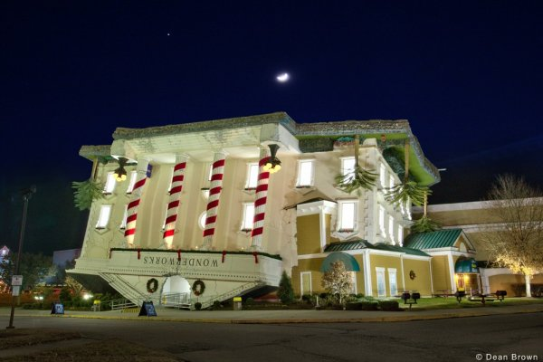 wonderworks at night near another day in bearadise a 2 bedroom cabin rental located in pigeon forge