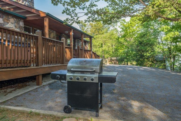Propane grill in the yard at Patriot Pointe, a 5 bedroom cabin rental located in Pigeon Forge