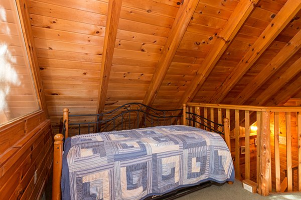 Twin trundle bed at Hawk's Nest, a 1-bedroom cabin rental located in Pigeon Forge
