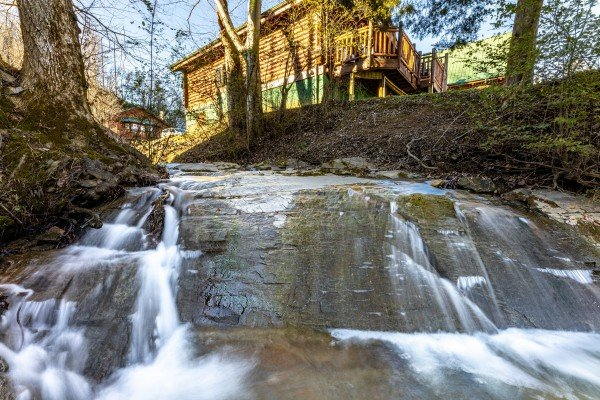 Cascade at Gone Fishin', a 2-bedroom cabin rental located in Pigeon Forge