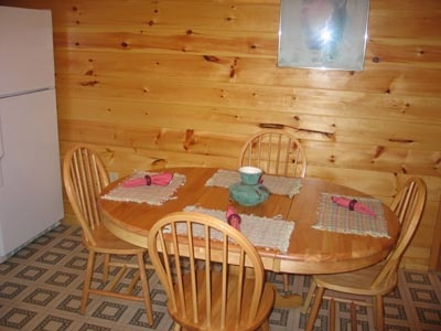 dining area with seats for four at dream catcher a 1 bedroom cabin rental located in pigeon forge