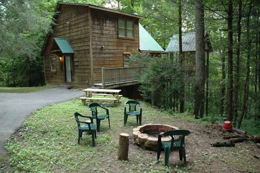 outdoor living area with firepit and picnic table at a great escape a 1 bedroom cabin rental located in pigeon forge