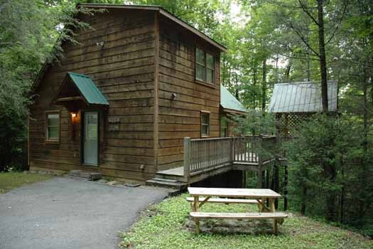 front exterior view of a great escape a 1 bedroom cabin rental located in pigeon forge