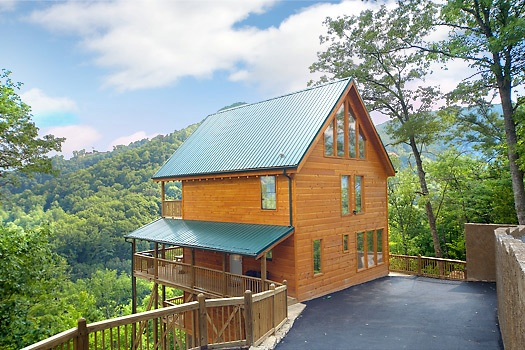 Exterior view of A Perfect Getaway, a 3 bedroom cabin rental located in Pigeon Forge