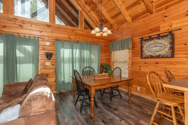 Dining space Blackberry Delite, a 1-bedroom cabin rental located in Pigeon Forge