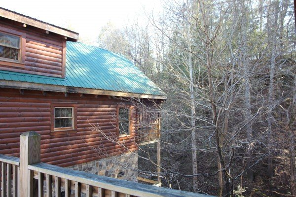 Looking at the side of the cabin from the road at Blackberry Delite, a 1-bedroom cabin rental located in Pigeon Forge