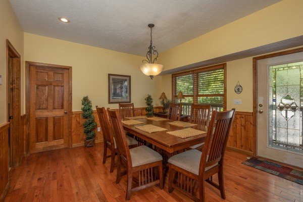 Dining space for six at Amazing Memories, a 3 bedroom cabin rental located in Pigeon Forge