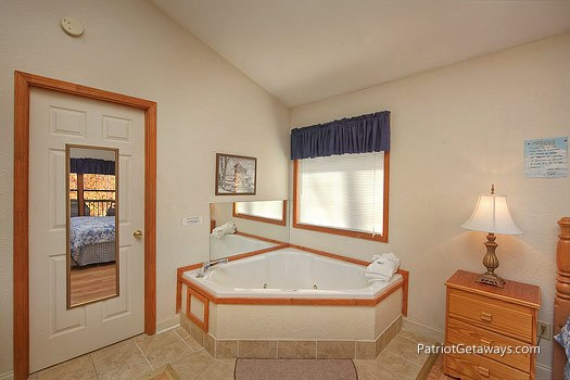 Jacuzzi tub at Mountain Manor, a 1 bedroom cabin rental located in Gatlinburg