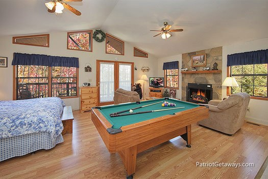 Living area at Mountain Manor, a 1 bedroom cabin rental located in Gatlinburg