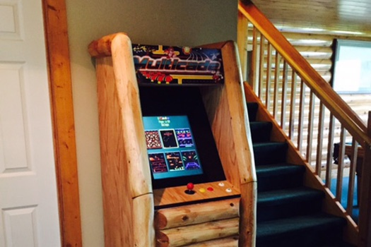 custom log framed multicade arcade cabinet at smoky mountain lodge a 7 bedroom cabin rental located in gatlinburg
