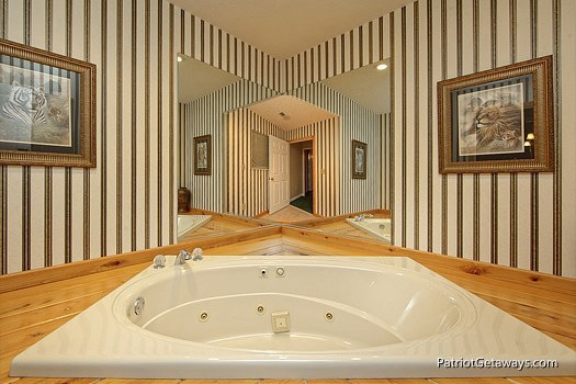 jacuzzi tub on third floor at smoky mountain lodge a 7 bedroom cabin rental located in gatlinburg