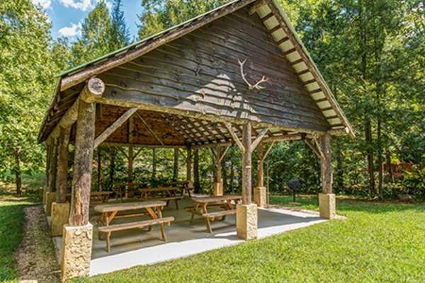 Picnic Pavilion for guests at Wagon Wheel Cabin, a 3 bedroom cabin rental located in Pigeon Forge
